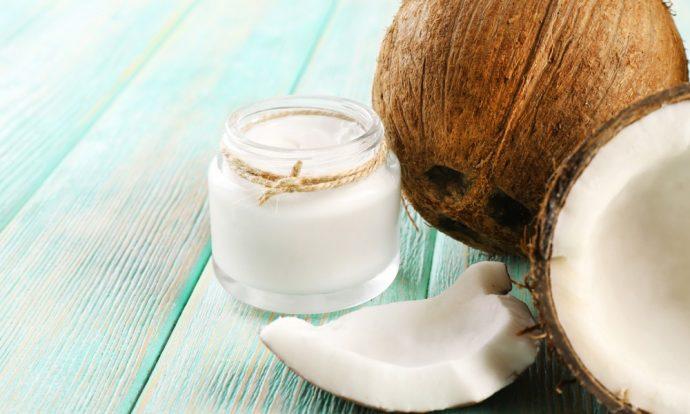 Кокосовое масло в прозрачной баночке