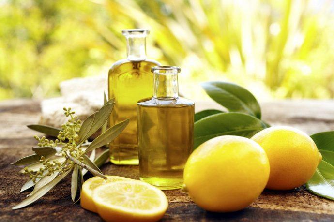 Эфир лимона в прозрачных флаконах