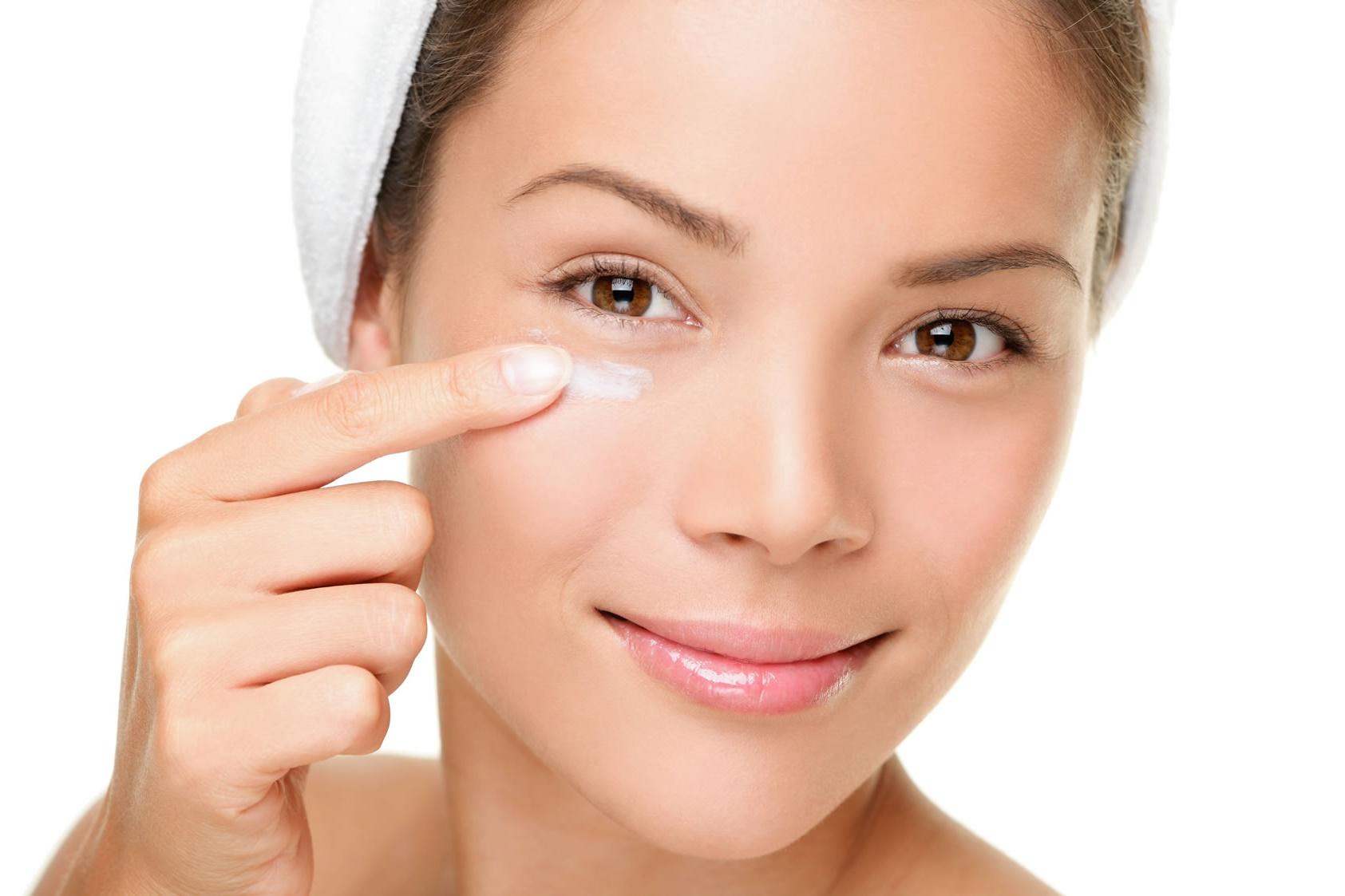 Антивозрастные кремы от морщин вокруг глаз: правила выбора и особенности препаратов различных брендов