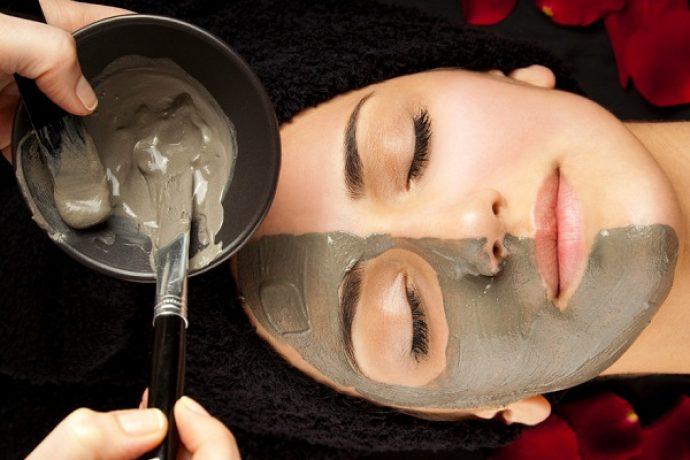 Нанесение черной глины на лицо от морщин в домашних условиях