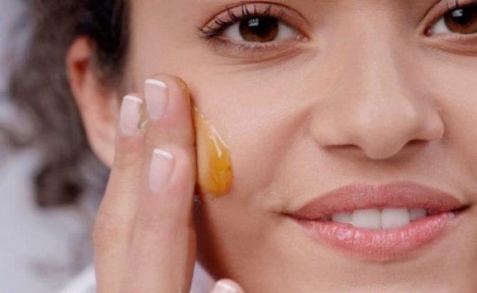 Домашний массаж лица с мёдом, шаг 3