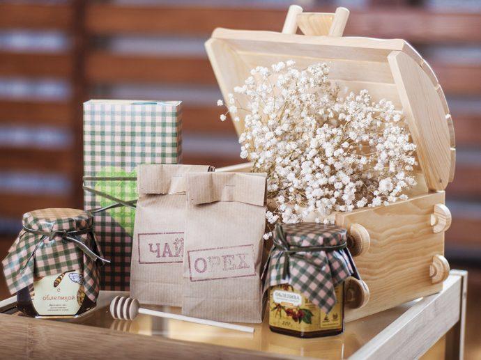 Набор чая и меда в подарок