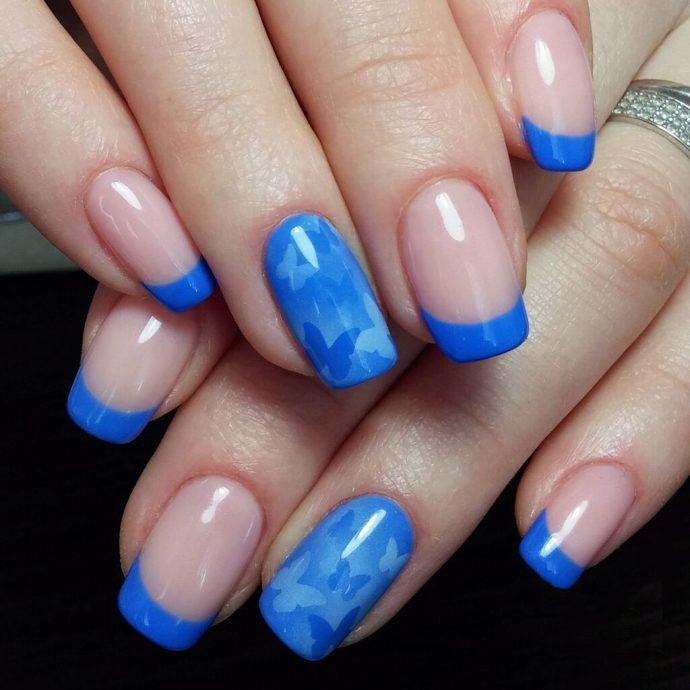 Маникюр шеллак нюдовый с голубым