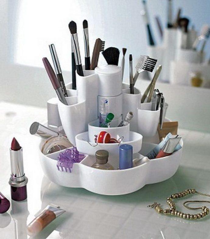 Кисти для макияжа в канцелярском органайзере