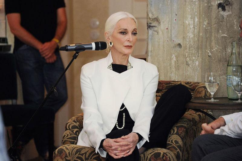 Самая взрослая модель в мире: Кармен Делль'Орефиче и её 20 с хвостиком