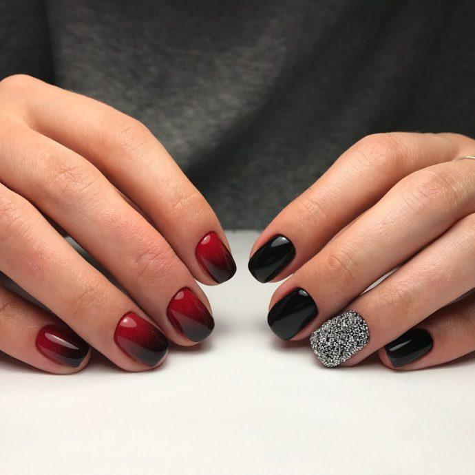 Темный маникюр омбре на короткие ногти