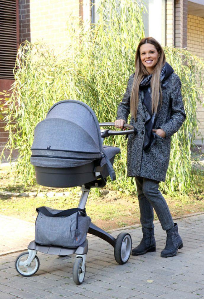 Мария Горбань с детской коляской