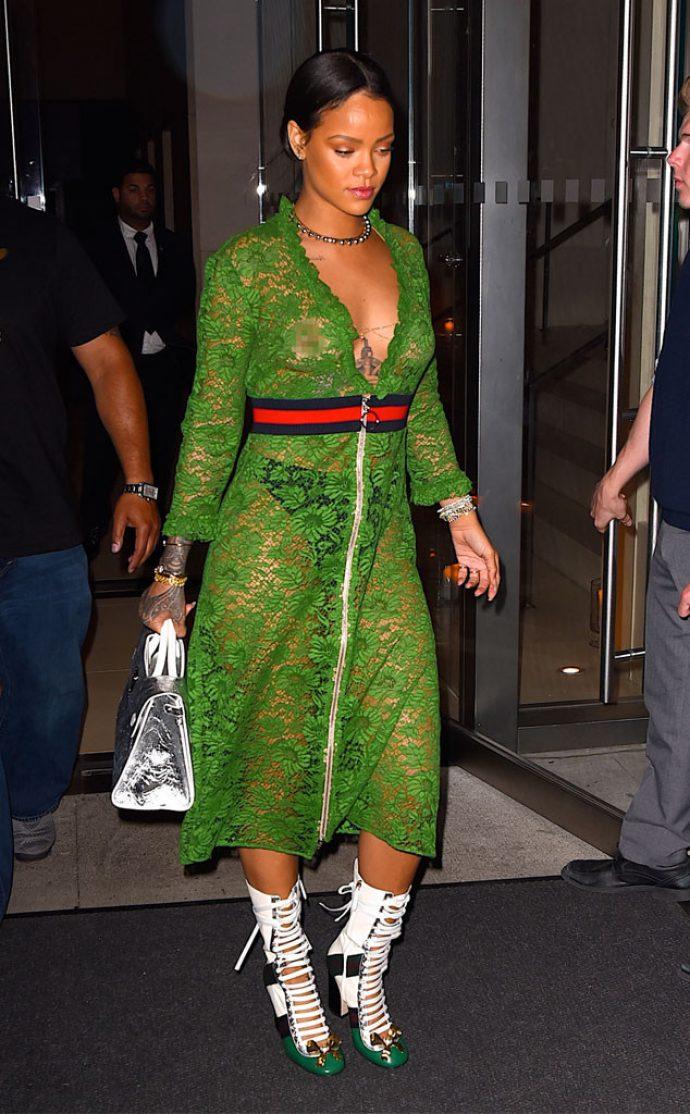 Рианна в зеленом гипюровом платье