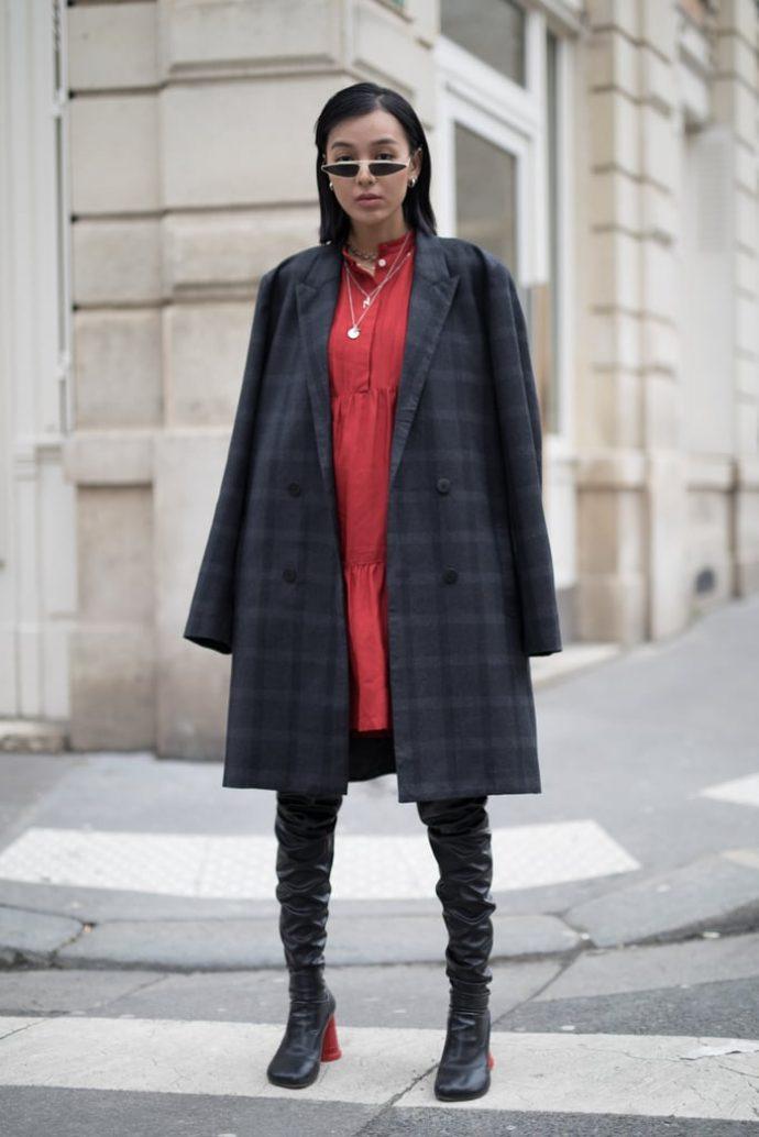 Сочетание предметов гардероба и аксессуаров с высокими сапогами