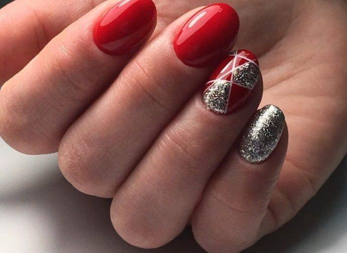 Маникюр красный с серебряными блёстками и узором