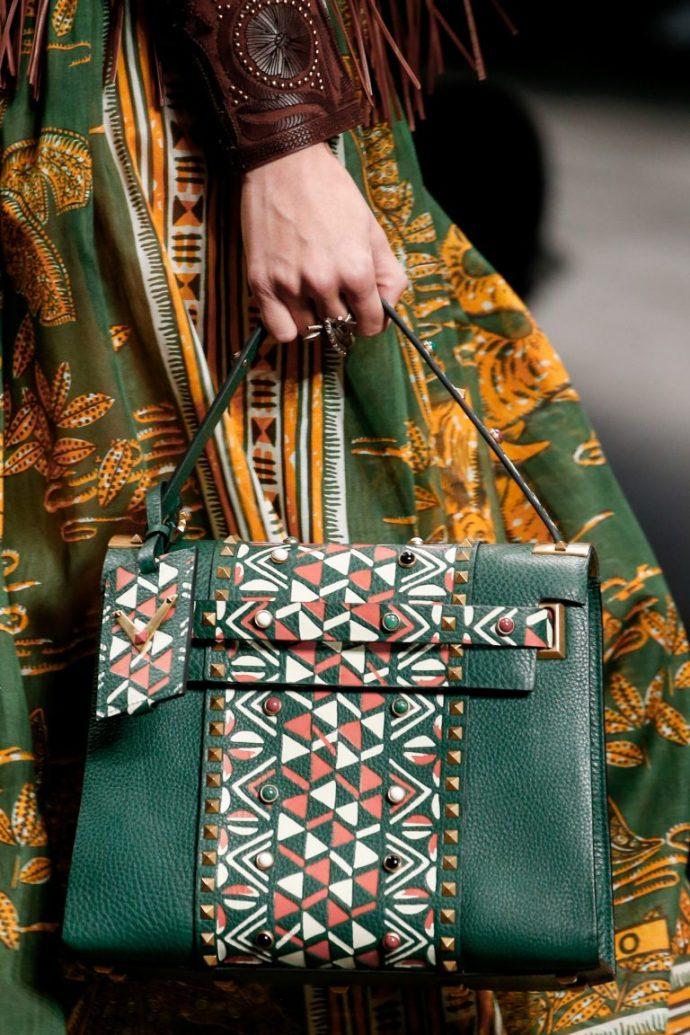 Зеленая сумка с геометрическим рисунком