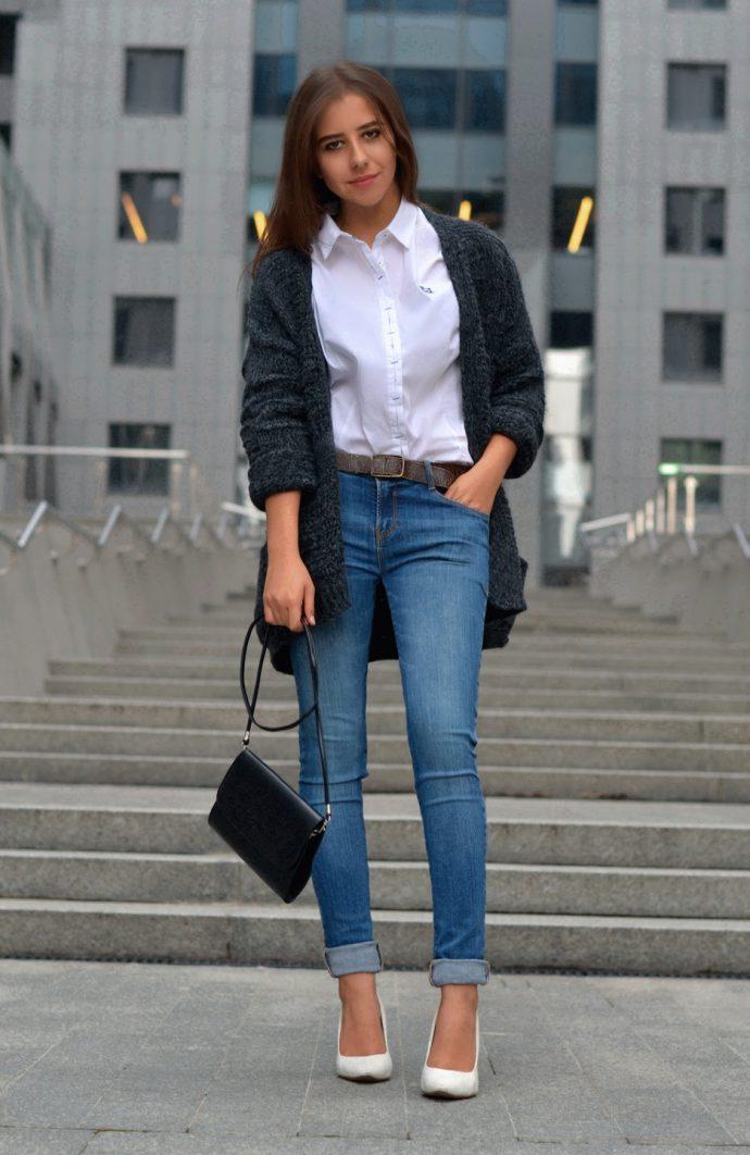 Девушка в джинсах-скинни