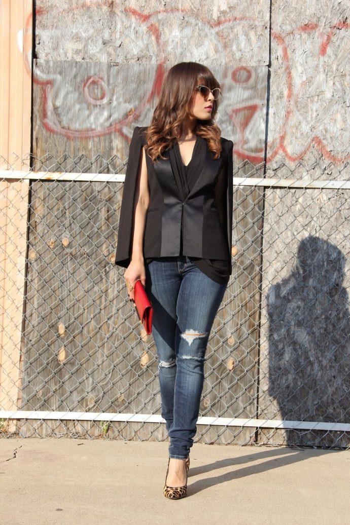 Девушка в джинсах-скинни и пиджаке