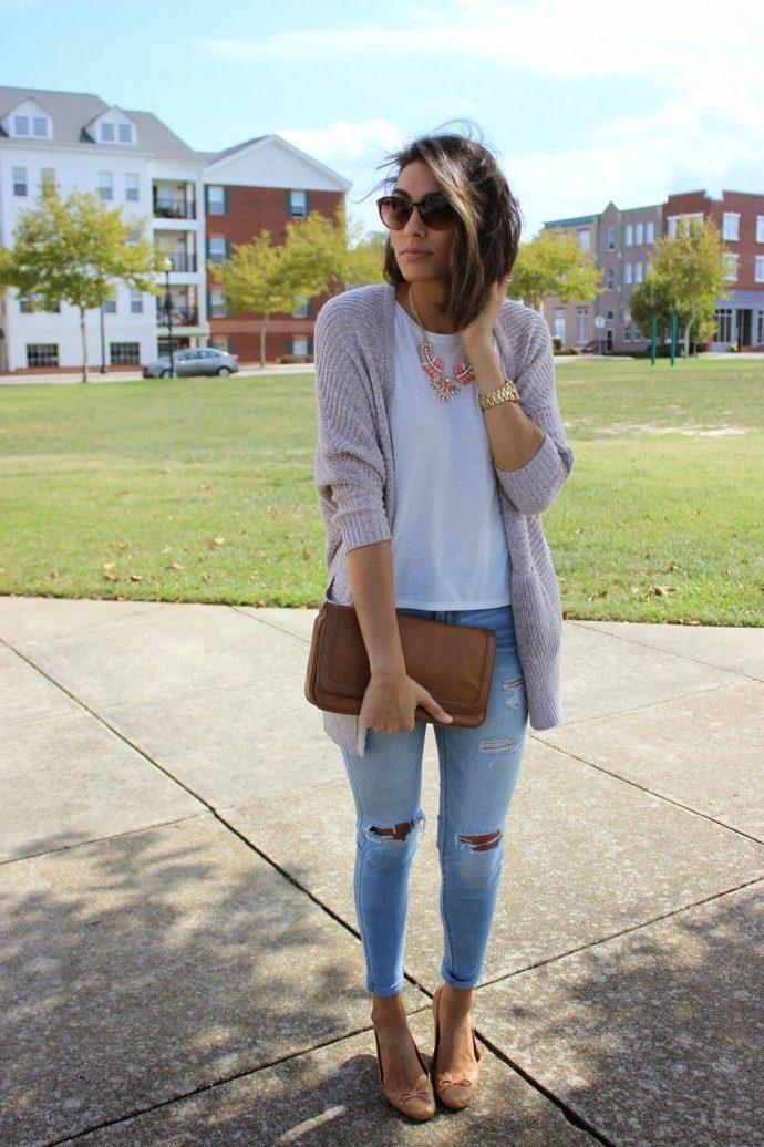 Девушка в джинсах-скинни и кардигане