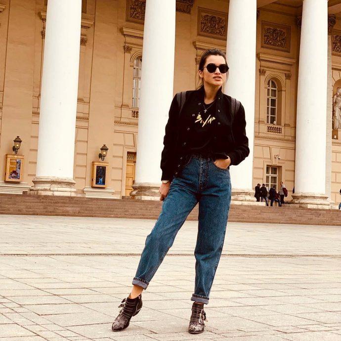 Ксения Бородина в джинсах с высокой талией