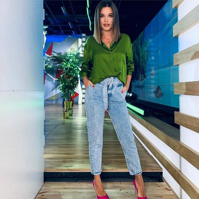 Ксения Бородина в зелёной блузке