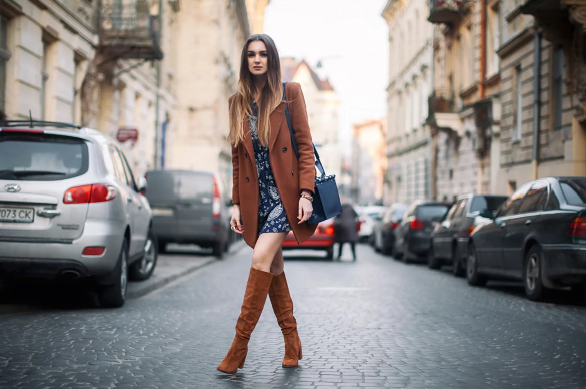 С чем носить коричневое пальто: советы стилистов