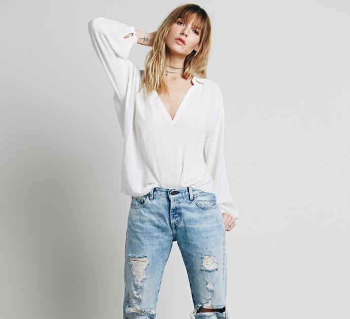 Блузка, заправленная в джинсы