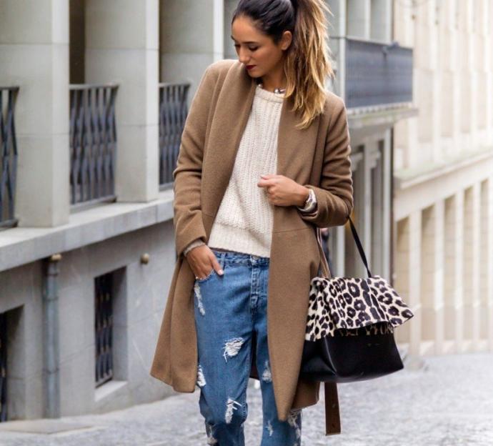 Длинное пальто и джинсы-бойфренды
