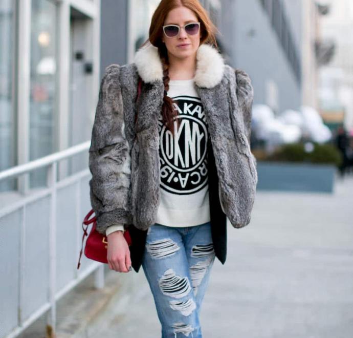 Короткая шуба и джинсы-бойфренды