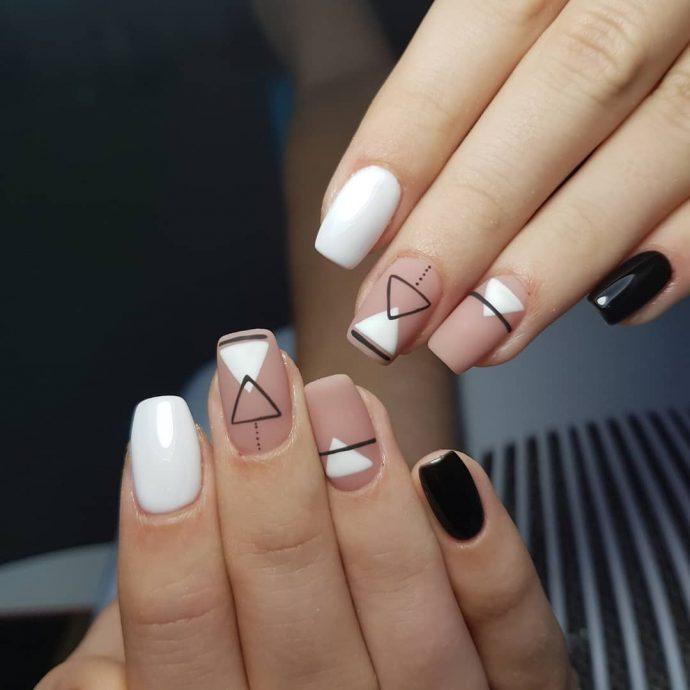 Ногти с геометрическим узором