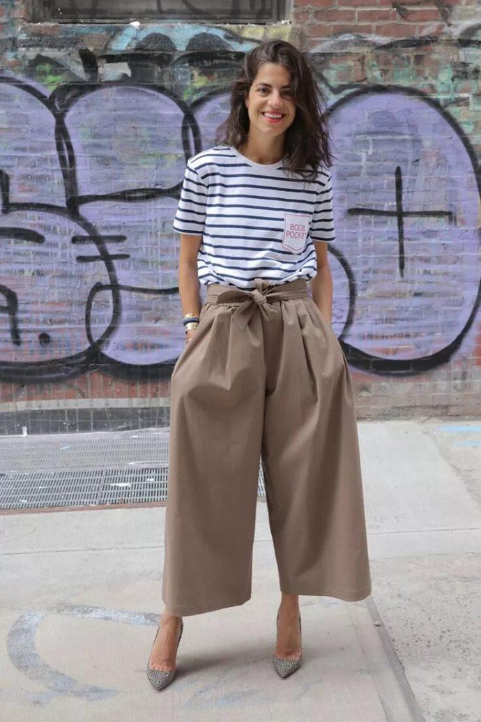 Образ с брюками кюлотами серо-бежевого цвета