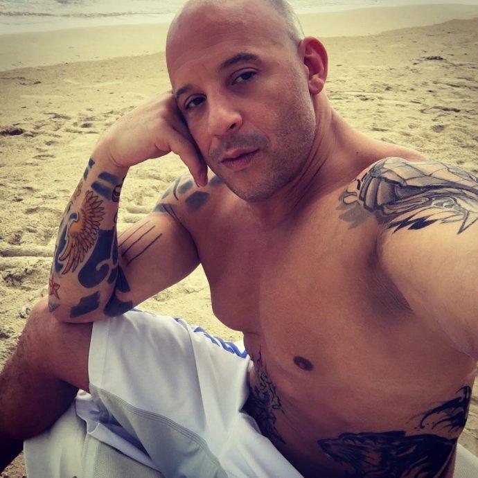 Актёр на пляже