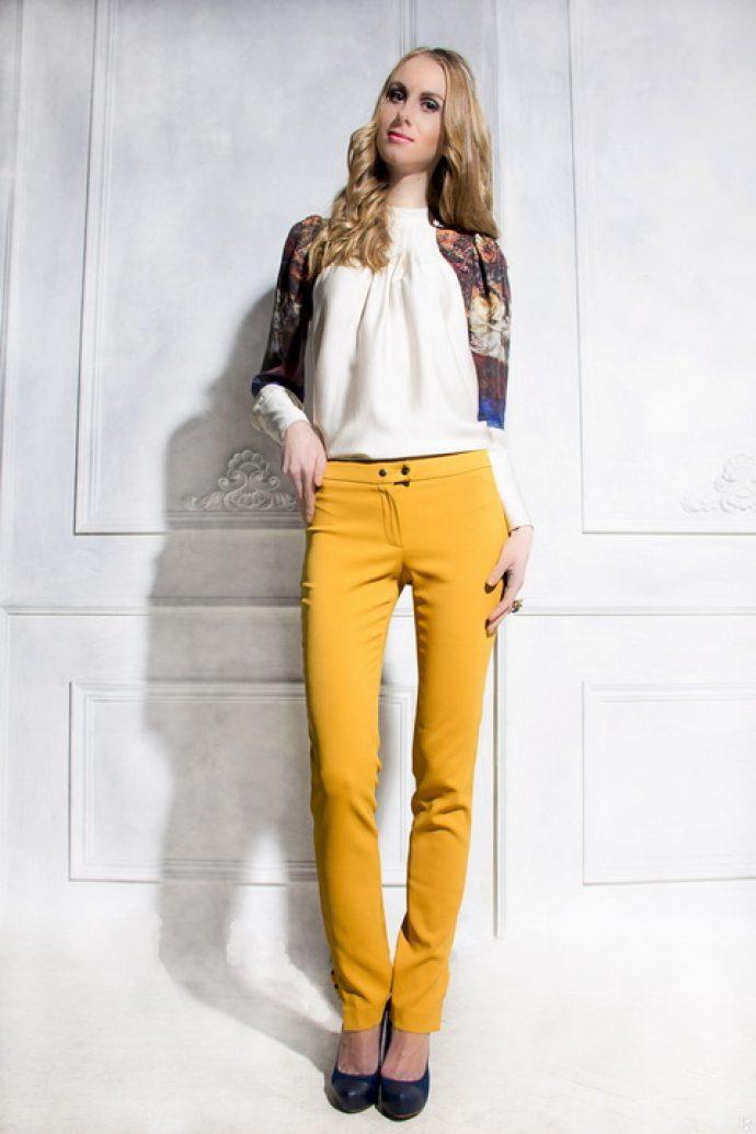 Образ с брюками горчичного цвета
