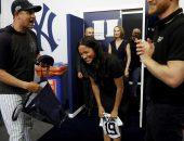 Похудевшая после родов Меган Маркл вместе с мужем посетила бейсбольный матч