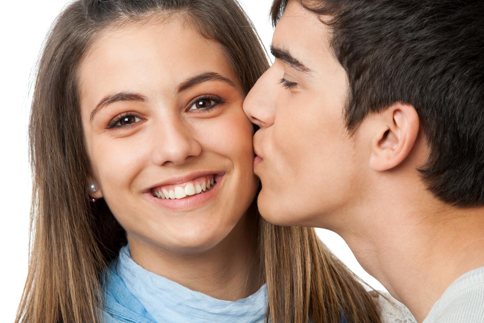 когда вас впервые поцеловали в щеку