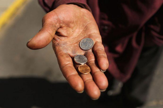 Ладонь с монетками