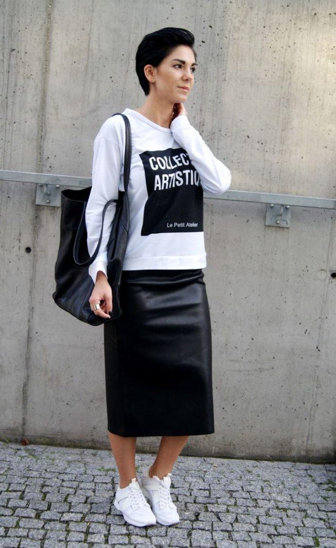 белые кеды и черная юбка