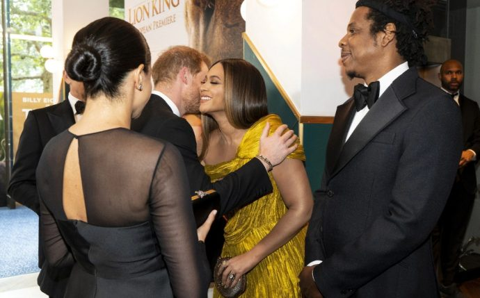 Фото из Instagram: Принц Гарри тепло приветствует певицу Бейонсе