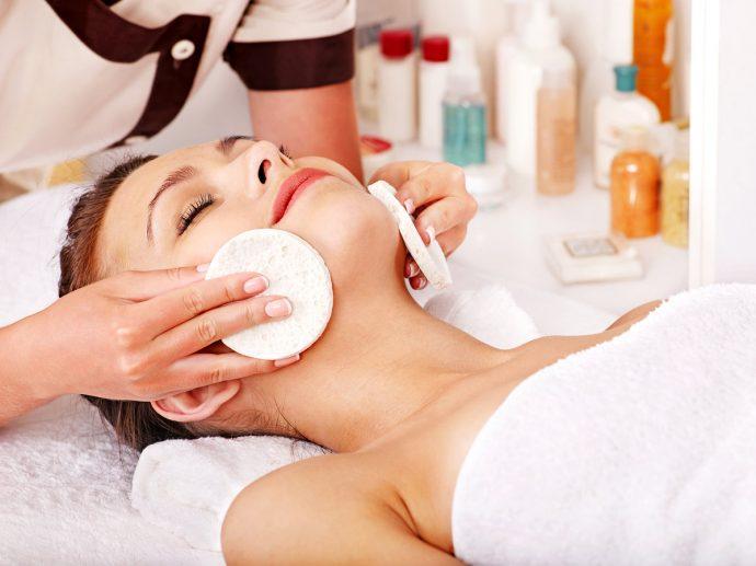 Процедура для кожи лица в салоне