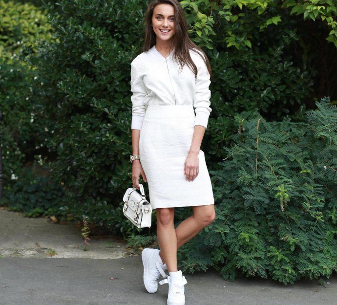 Платье с кроссовками или кедами