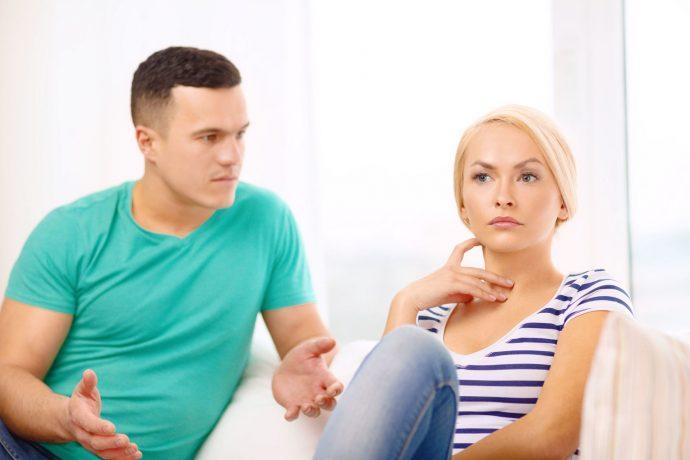 Мужчина и женщина выясняют отношения