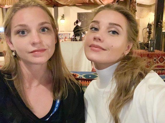 Кристина Асмус с сестрой