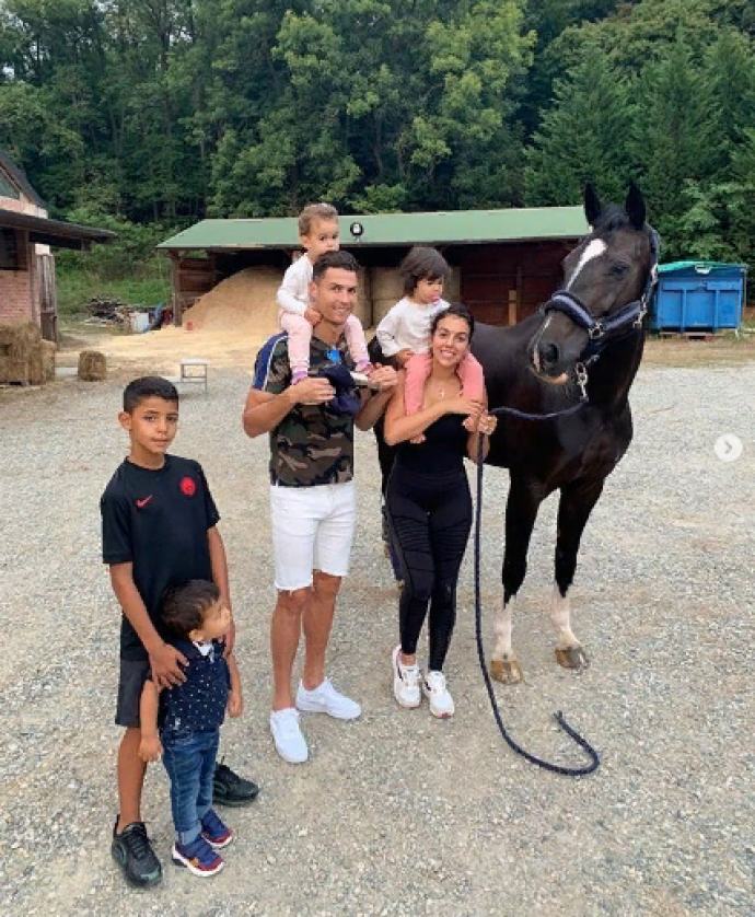 Роналду с семьёй