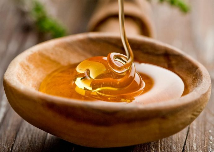 Мёд в деревянной пиале