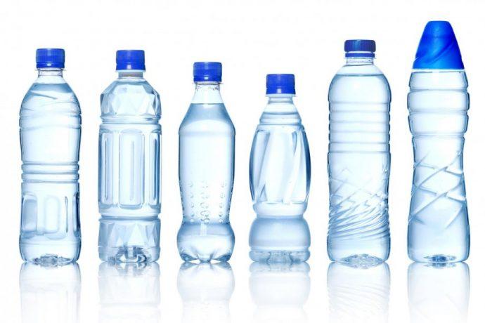 Бутылки с водой