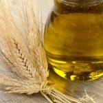 Масло зародышей пшеницы в прозрачной ёмкости