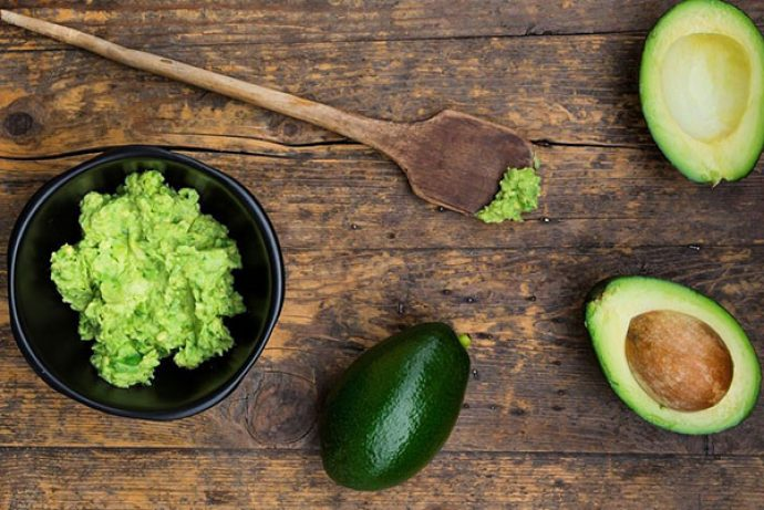 Мякоть авокадо и плоды в разрезе