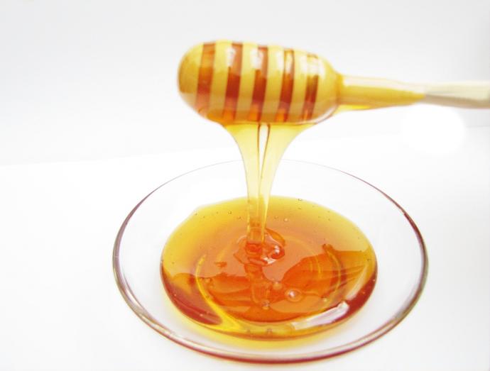 Прозрачная тарелка с мёдом