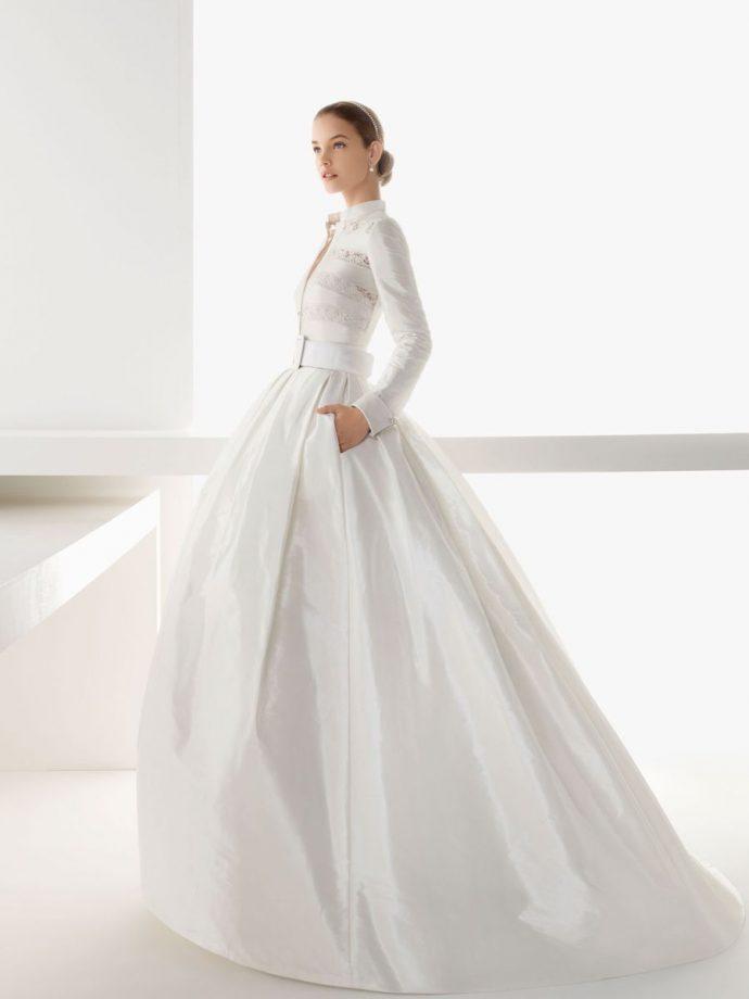 Девушка в оригинальном свадебном платье