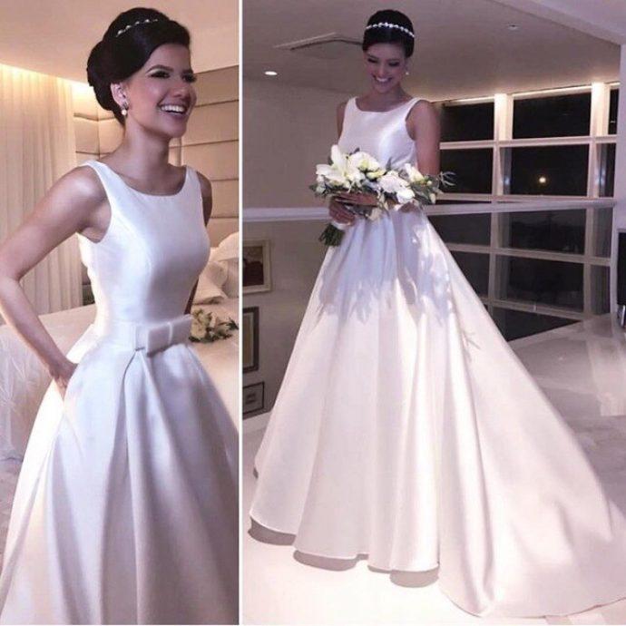 Невеста в длинном платье со шлейфом