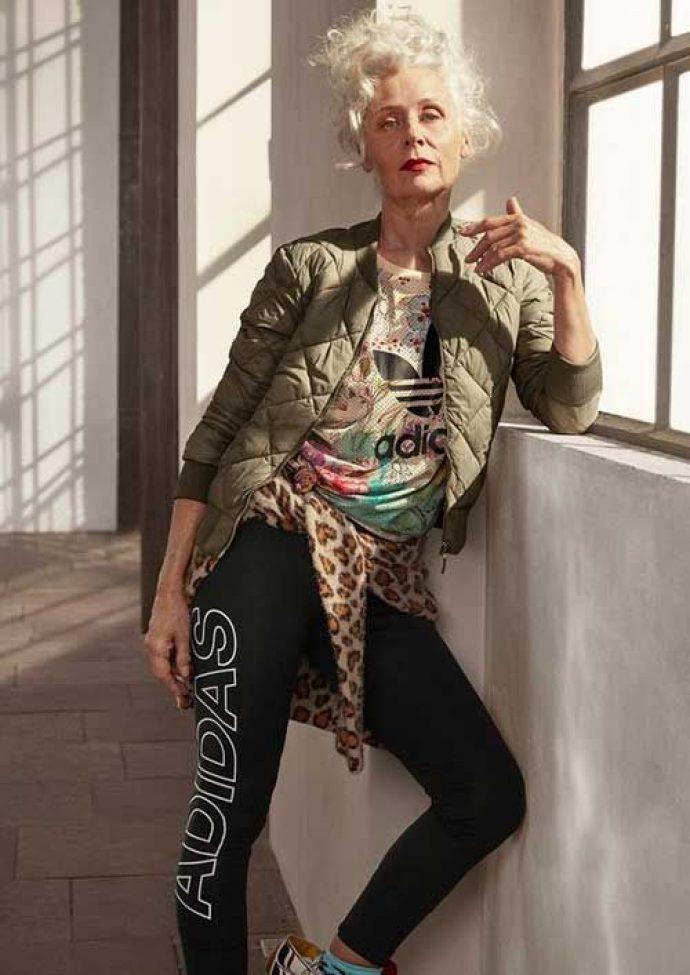 Модная бабушка в спортивной одежде