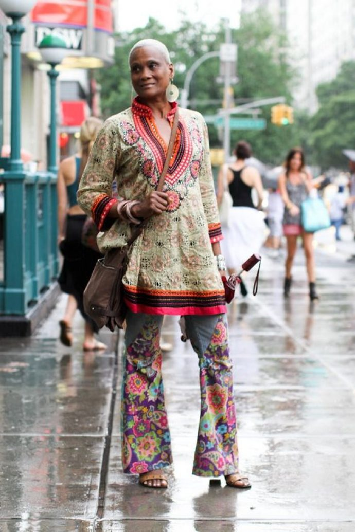 Модная пожилая афроамериканка