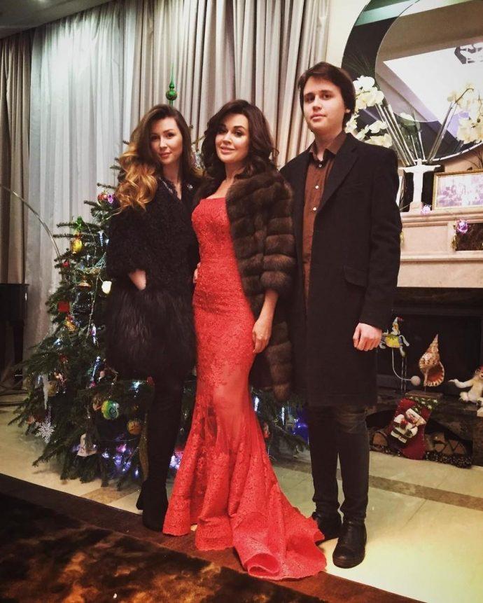 Анастасия Заворотнюк с Майклом и Анной