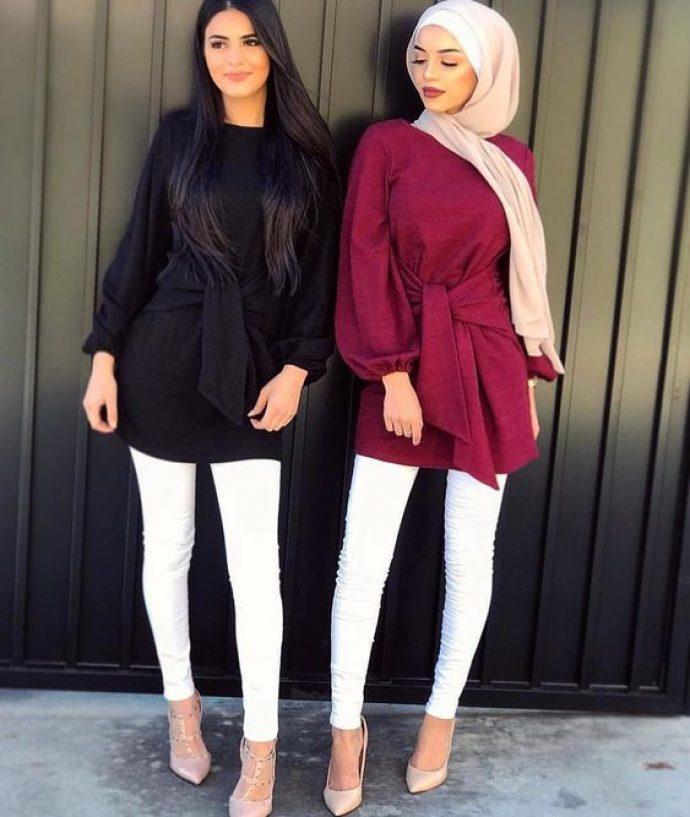 Девушки мусульманки в джинсах скинни и туниках