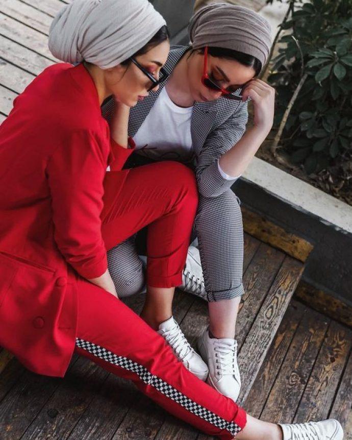 Девушки мусульманки в стильных брючных костюмах